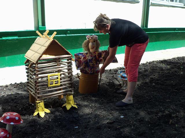 Поделки на территории детского сада из бросового материала